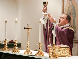 Catholics today need to make a conscious effort to cultivate the virtue of Eucharistic reverence.