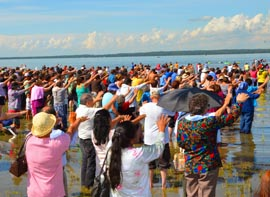 Hundreds of pilgrims join with Archbishop Sylvain Lavoie in blessing Lac St. Anne July 17, the second day of the annual pilgrimage that draws tens of thousands of people from across North America.