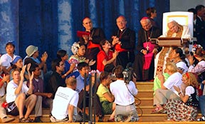 Pope John Paul II meets with World Youth Day pilgrims in 2002. Fr. Tom Rosica insisted young people be able to get close to the pope.