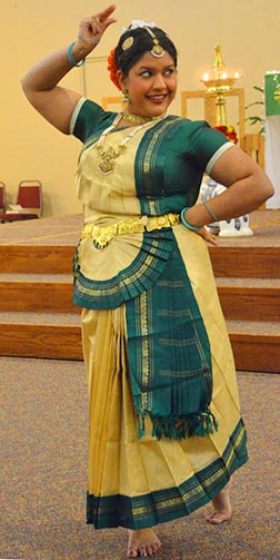 Jasmine Pullukatt performed a dance honouring the Indian state of Kerala.