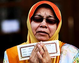 A Muslim woman recites a prayer during a demonstration outside Malaysia's Court of Appeal in Putrajaya, Malaysia, Oct. 14.
