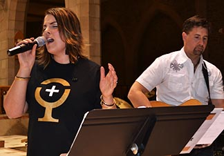 Janelle and Jason Reinhart led the congregation in praise and worship songs May 23.
